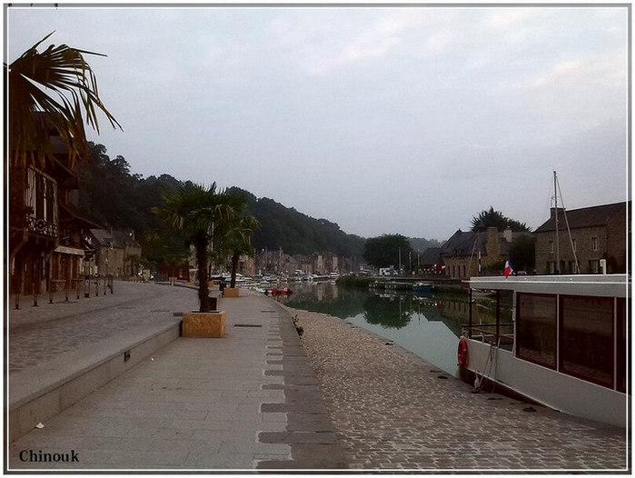 Sur le port de Dinan