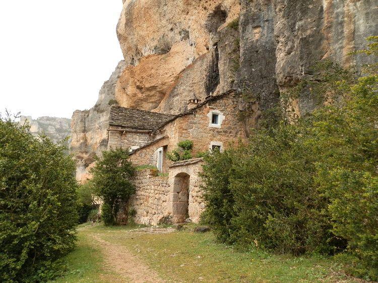 ruine troglodyte dans les gorge du tarn